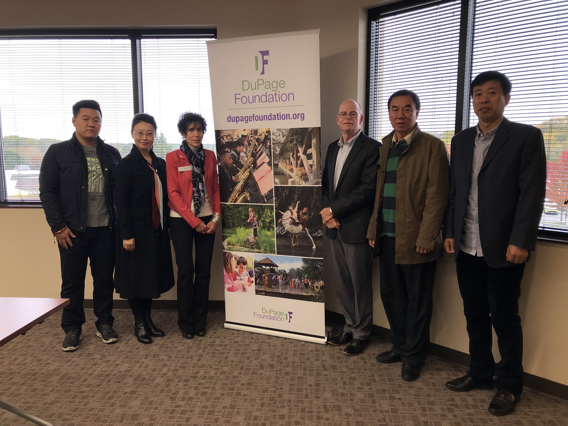 CES Organized Zibo Artists Group to Attend Arts DuPage